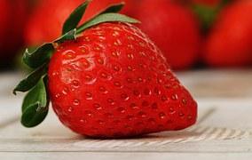 strawberries-1303818__180